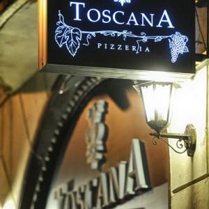 Pizzeria Toscana: szyld